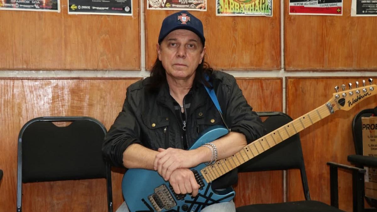 От осложнений коронавируса скончался легендарный ташкентский гитарист и основатель группы «Рейс 09» Игорь Савич